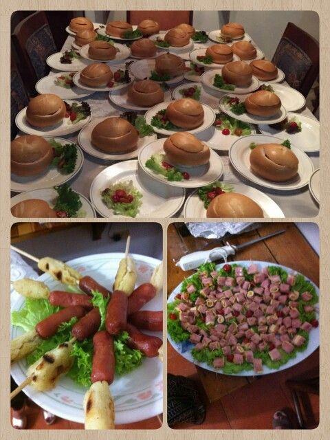 Cena especial!  Entrada: pinchos de arepa y salchicha / rollos de jamon y queso Plato fuerte: pan cook relleno de pollo con champiñones y queso by mama Lucia