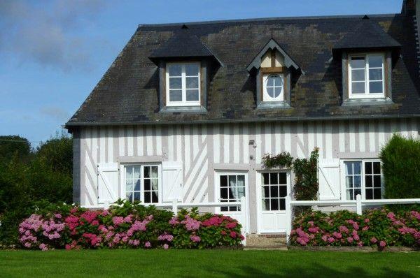 une maison normande sublim e par son vaste jardin fleuri normand et maison normande. Black Bedroom Furniture Sets. Home Design Ideas