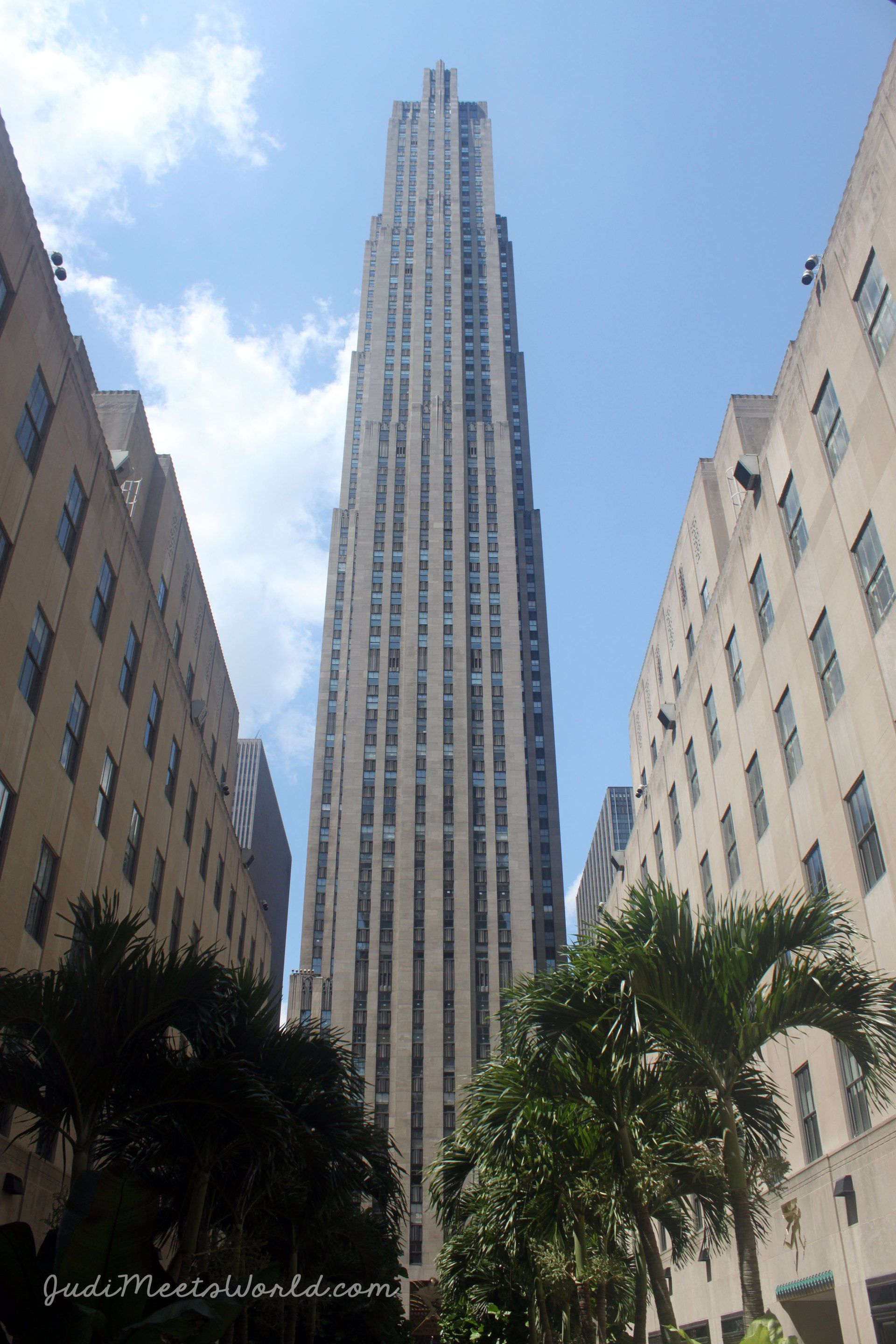 The Rockefeller Center is famous in winter for its ice skating and Christmas tree - see what it's like in the summer, and take a stroll down 6 1/2 Ave!  --->>  judimeetsworld.com  --->>  #NYC #RockefellerCenter #NewYork #Manhattan #uptown #30Rock #NewYorkCity #wanderlust #skyscraper #cityscape