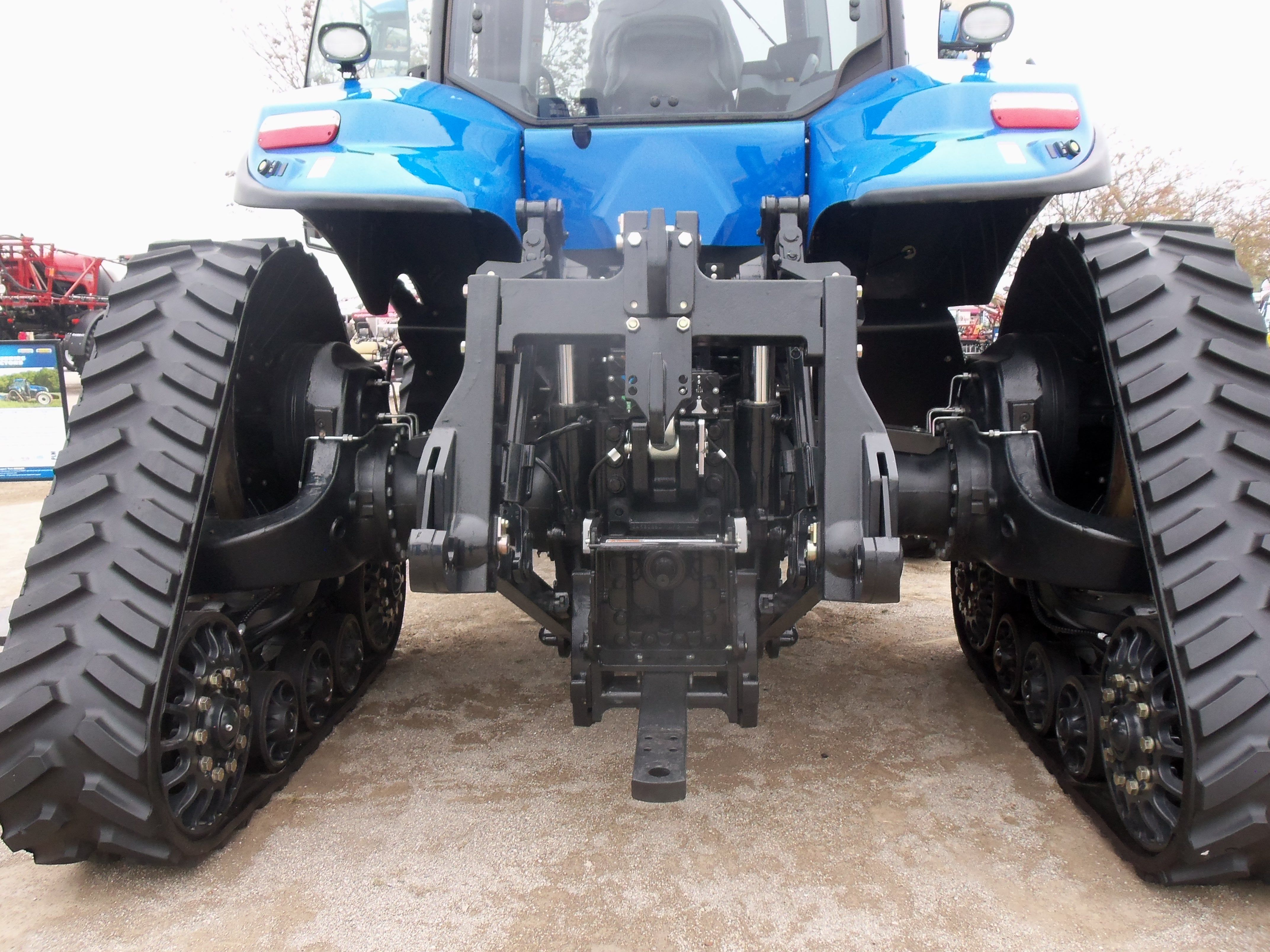 Rear tracks stance on New Holland T8410