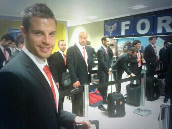 Seleção da Espanha desembarcando em Curitiba, PR, BR.