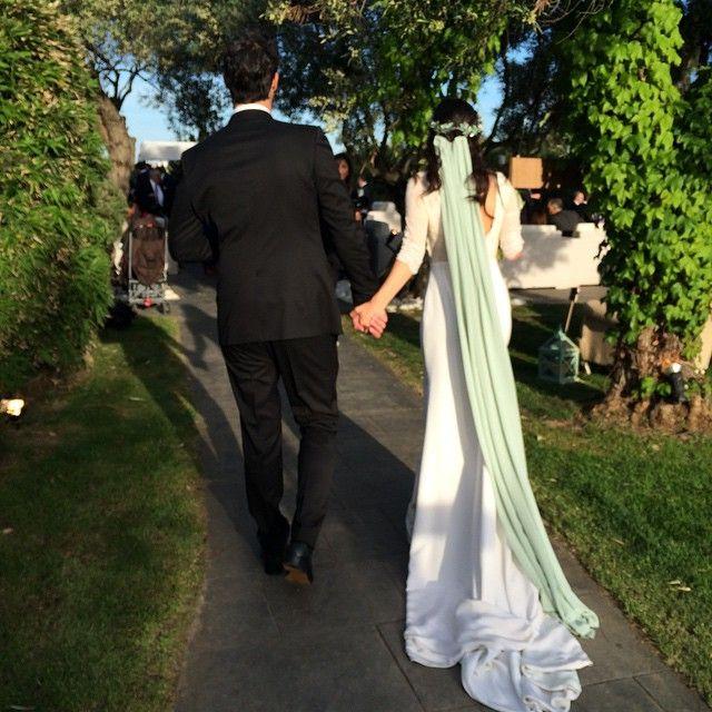 La novia, con diseño de @helenamareque y corona de @suma_cruz_oficial, ESPECTACULAR! Y ese velo mint? En serio? Definitivamente  el mundo confabula para seleccionarme a los mejores novios. #pabloynuransecasan #bodasmartina