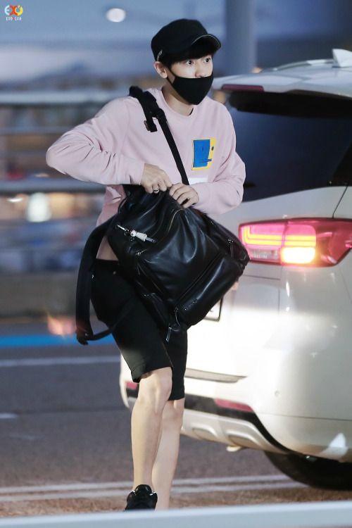 Chanyeol - 150920 Incheon Airport, departing for Ulsan Credit: EXOYeah. (인천공항 출국)