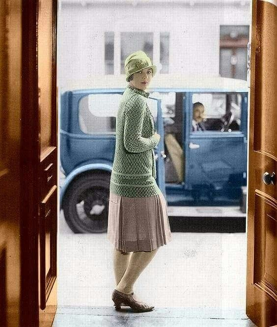 Jazz age, 1920s. Colorized by Luiz Adams Coelho with CODIJY software. www.codijy.com #codijy #colorization #colorizedphoto #colorized #photography #photo #oldphoto #vintagephoto #vintage #color #blackandwhite  #history #woman #car #beautiful #pretty #prettywoman #style #fashion #1920s #jazz #jazzage