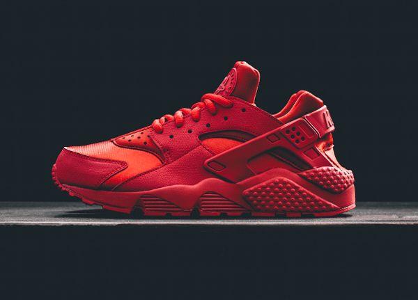 nike rouge sneakers