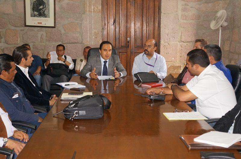La Secretaría del Ayuntamiento de Morelia evaluó los recursos disponibles para reforzar las acciones que ayuden a disminuir las afectaciones por posibles inundaciones, asimismo pidió a las dependencias municipales redoblar ...