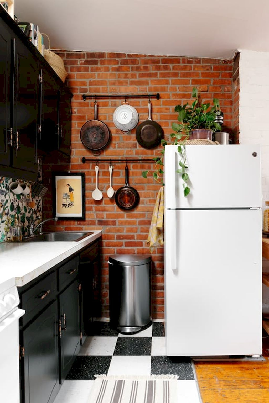 65 Smart And Creative Small Apartment Decorating Ideas On A Budget Homeastern Com Kitchen Remodel Small Kitchen Decor Apartment Small Apartment Kitchen Decor