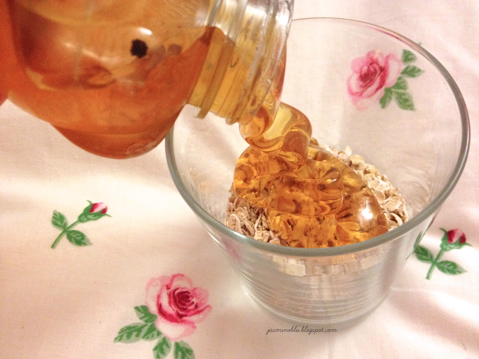 a girls guide to life ♡: diy honey and oatmeal mask for acne and