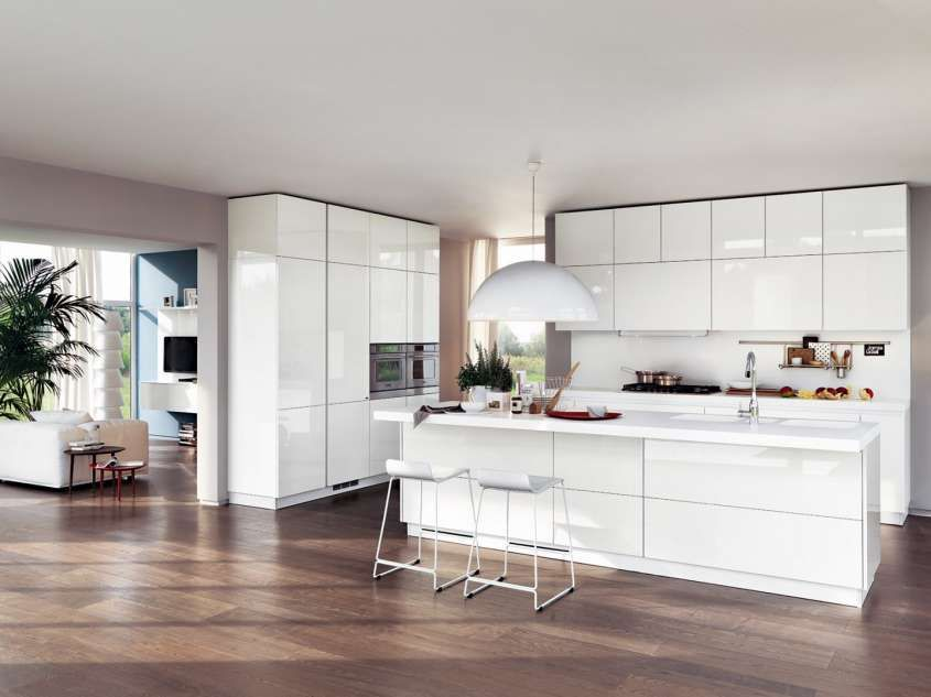 il pavimento al rivestimento della cucina - Cucina bianca e ...