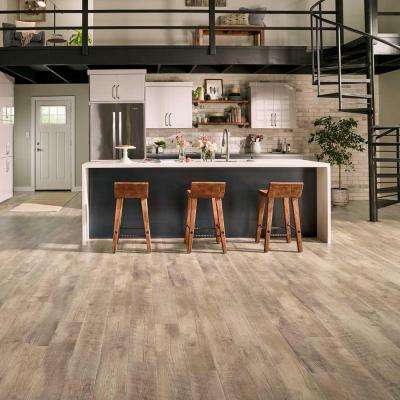 Pergo Outlast+ Southport Oak 10 mm Thick x 61/8 in. Wide