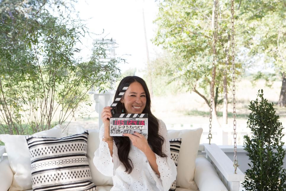 Fixer Upper Blending Styles In An 1880 S Farm House Hgtv S Fixer Upper With Chip And Joanna Gaines Hgtv Chip And Jo Joanna Gaines Fixer Upper