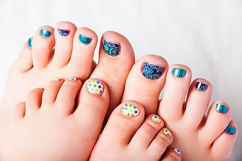 Jamberry Junior Wraps pedicure in a Mummy and Me session - so cute! #pedicure #childrenpedicure #toddlernails #jamberryuk #nailwraps #childrensnailwraps