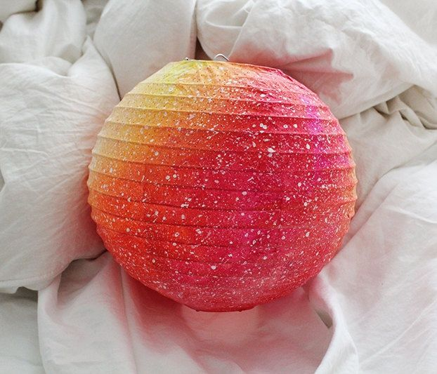 Ombre Paper Lanterns Using Spray Paint Diy