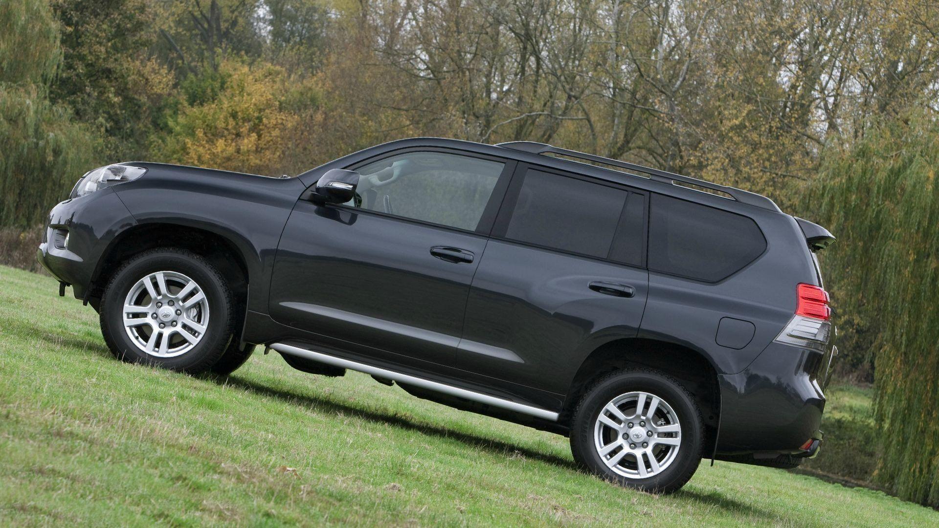 2021 Toyota Hilux Spy Shots Spesification In 2020 Toyota Hilux Toyota Land Cruiser Prado Toyota Land Cruiser
