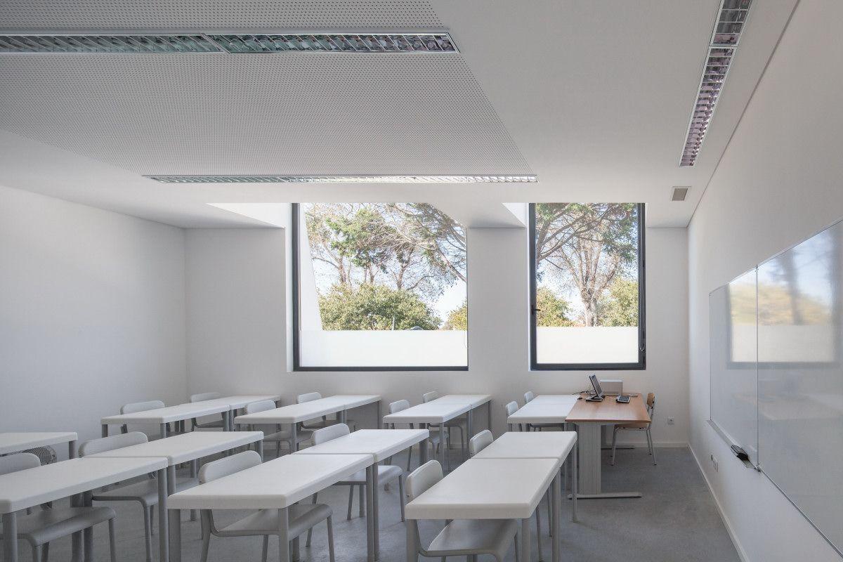 Oval Private College Design With Unique Architecture Minimalist Classroom White Wall And Some