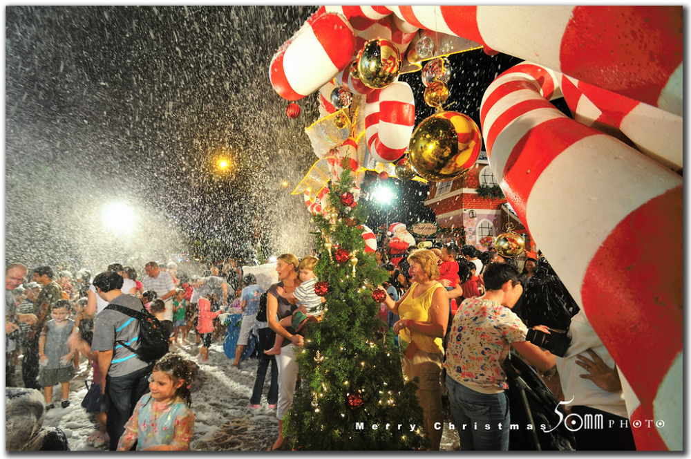 Singapore Orchard Road Merry Christmas Snowing In Singa Flickr In 2020 Christmas Photography Christmas Christmas Photograph