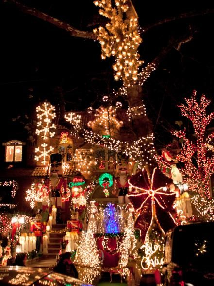 From River North And The Gold Coast To Wicker Park And The South Loop Discover Some Of The Most Diverse Trendy An Christmas Images Christmas Christmas Scenes