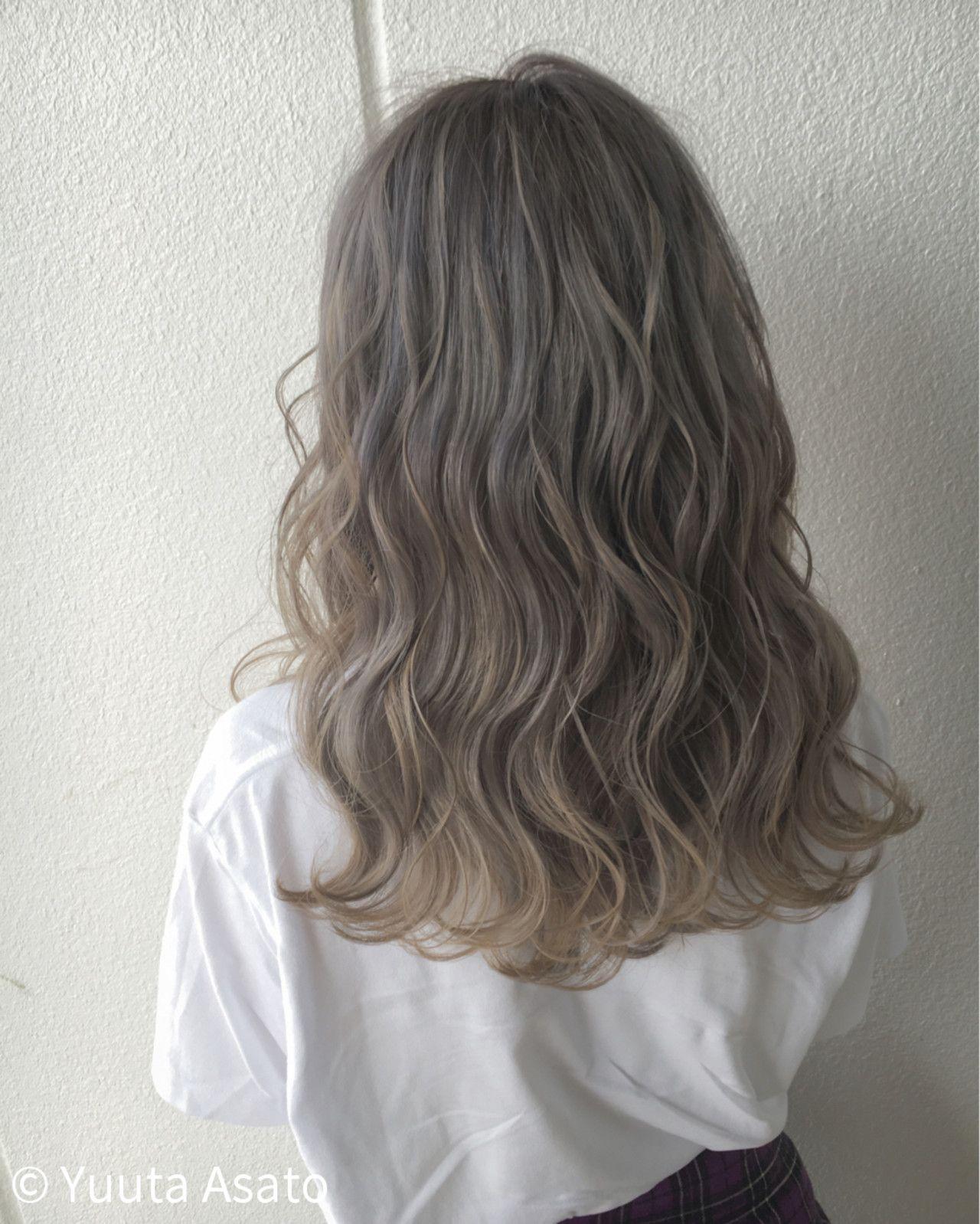 アッシュグレージュからアッシュベージュへグラデーションカラーで外国人風に 髪色 グレージュ 髪 色 ヘアスタイリング