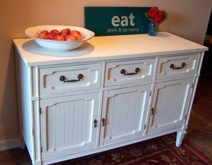 Anrichte Küche als ein hilfreiches Möbelstück mit einem antiken Akzent