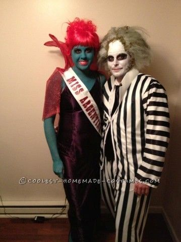 Awesome Couple Costume Miss Argentina And Beetlejuice Scary Halloween Costumes Best Couples Costumes Couple Halloween Costumes