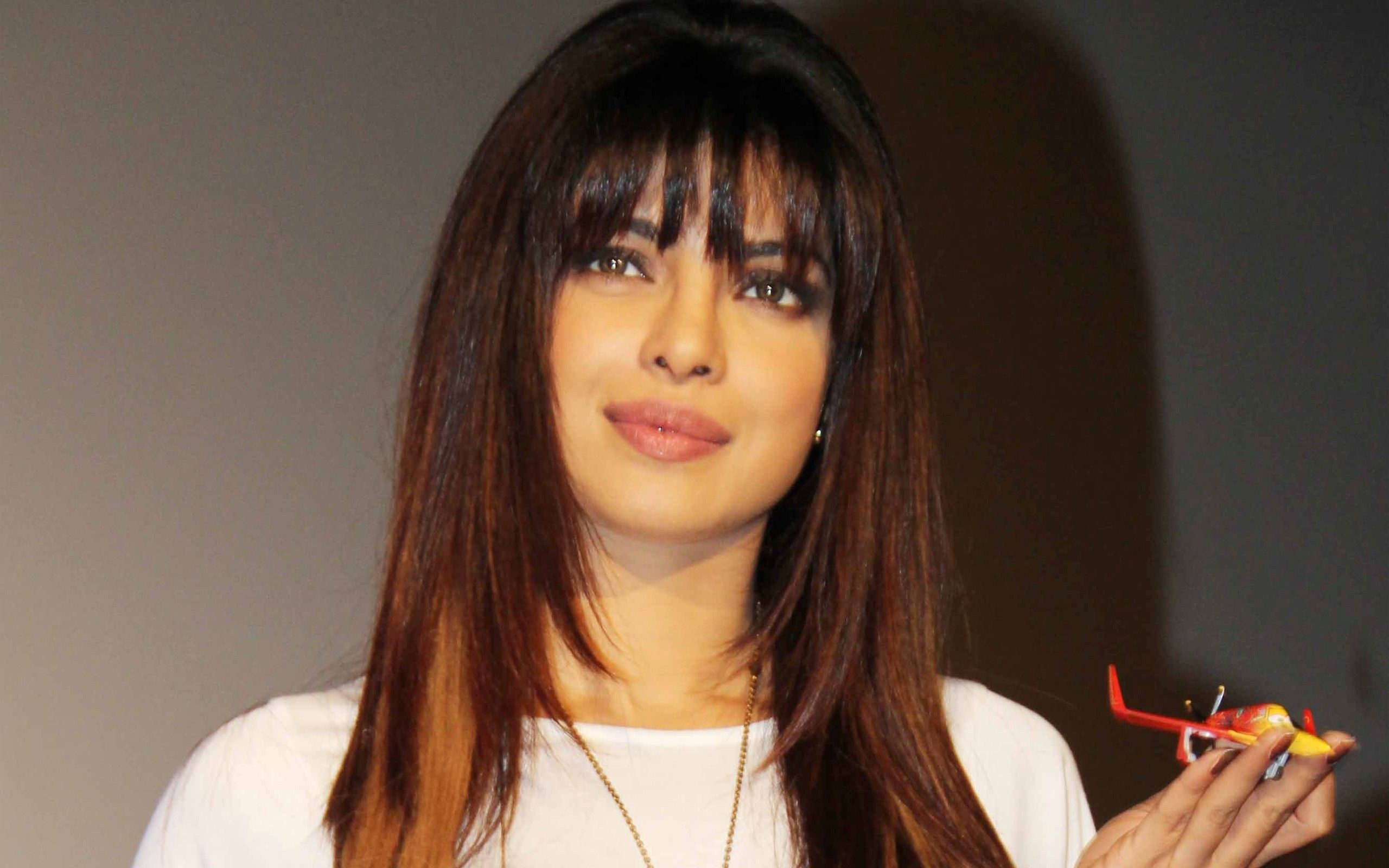 top famous bollywood actress priyanka chopra with new hair