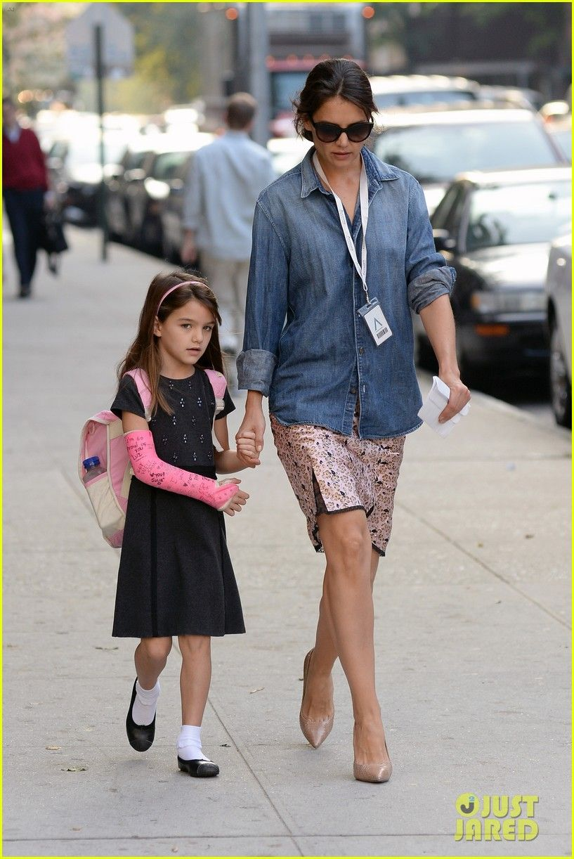 Katie Holmes takes her daughter Suri to school on October 4, 2013