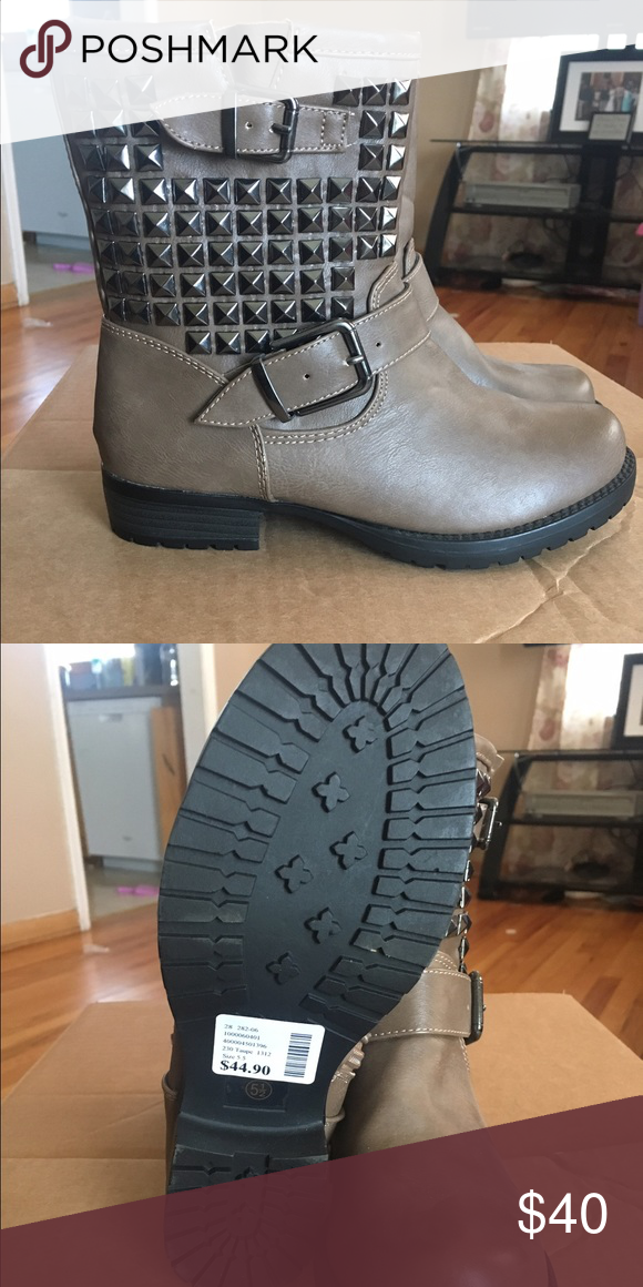 Soda studded combat boots! Super cute combat boots brand new!! It comes with no box because as soon as I get home I toss them, they take up to much space! Don't hesitate to ask questions  Soda Shoes Combat & Moto Boots