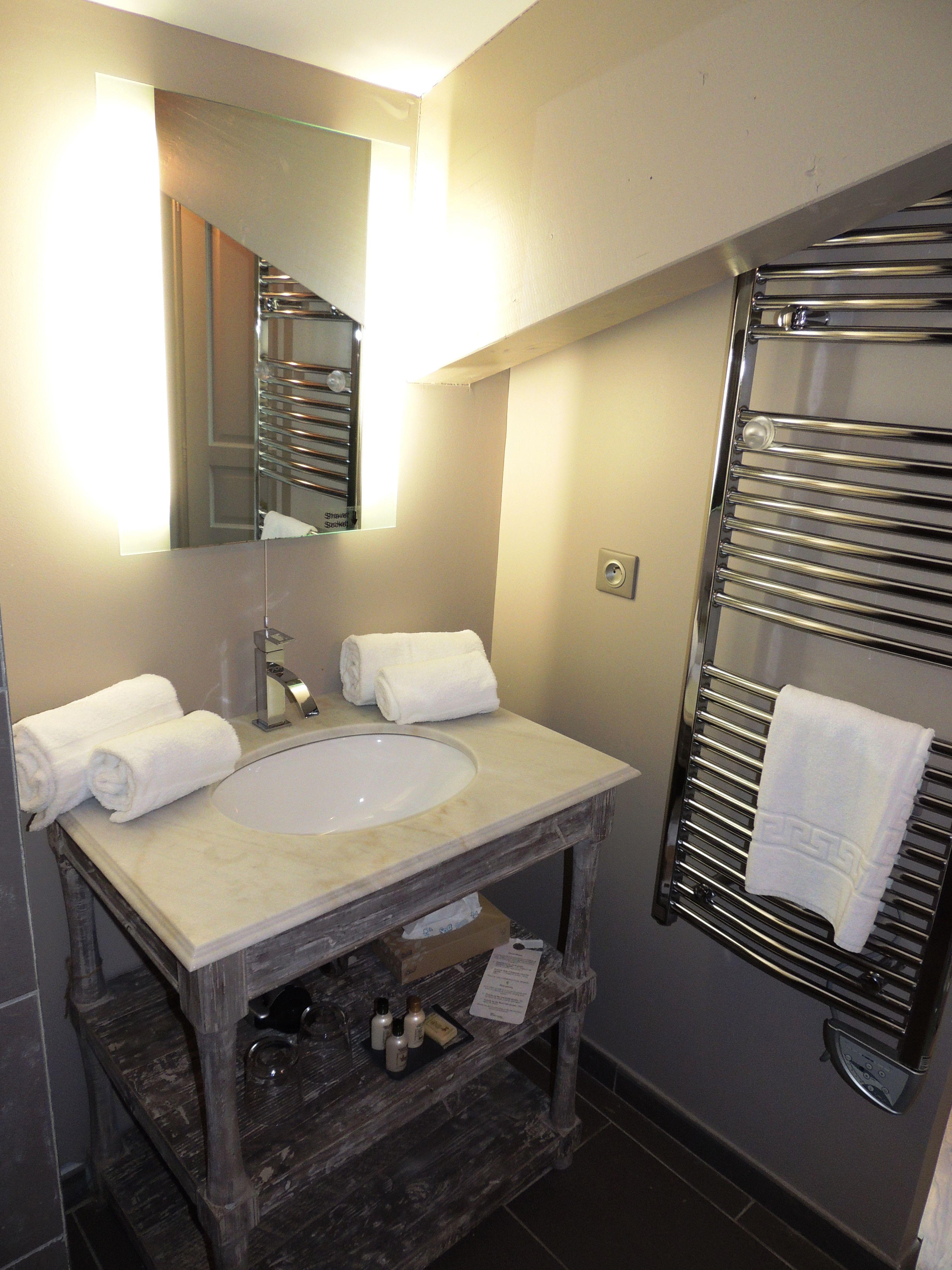 Meuble Salle De Bain Luna Gris ~ salle de bains de l appartement 2 pers sup rieur avec jacuzzi