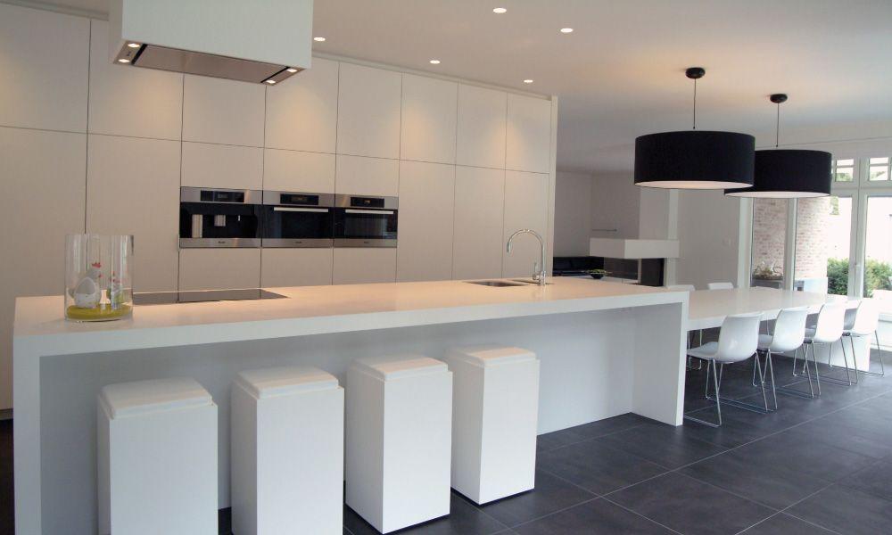 Moderne keuken met eiland keuken pinterest kitchens and interiors - Moderne designkeuken ...