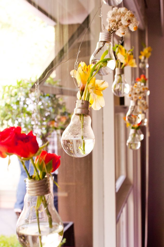 Lightbulb vases lightbulb decoration and creative diy project light bulb bud vase perfect for table decor or hanging flowers at wedding ceremony or reception step by step instructions solutioingenieria Image collections