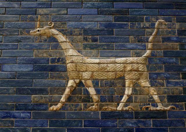 Berlin Pergamonmuseum Ischtar Tor Aus Babylon Drachen Als Symbol Des Gottes Marduk Ishtar Gate Of Babylon Drag Ancient Babylon Ancient Art Gate Of Babylon