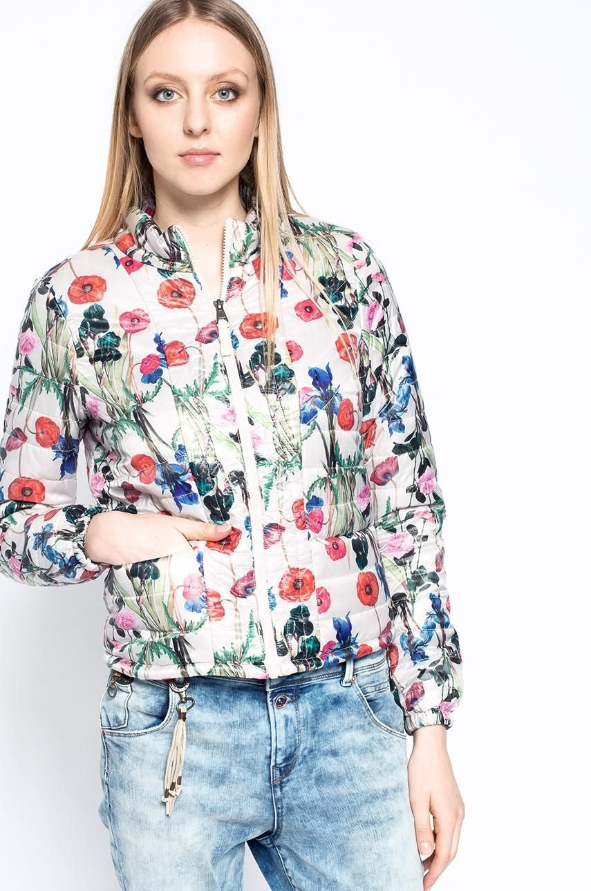 O primavara plina de Optimism - Geaca dama subtire cu print floral Vero Moda - Fanna Printed