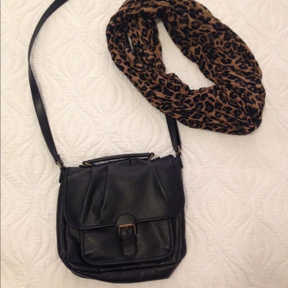 H&M cross body satchel bag H&M cross body bag. Lots of space for all of your things. Inside zipper and front pocket behind flap. Buckle closure and adjustable strap. Great condition. No signs of wear. H&M Bags Crossbody Bags