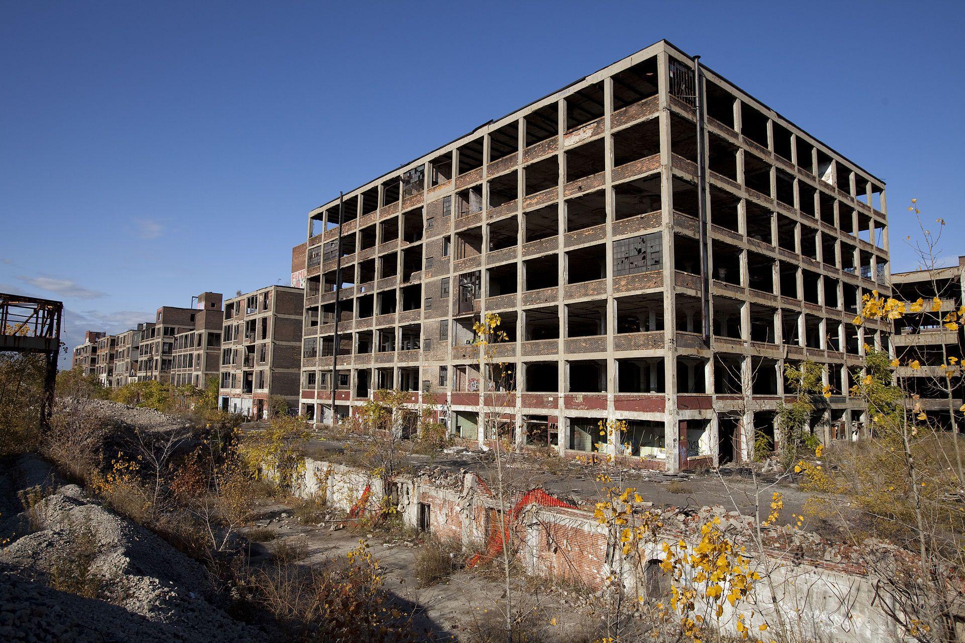Abandoned Packard Automobile Factory Detroit 200 - Упадок Детройта — Википедия