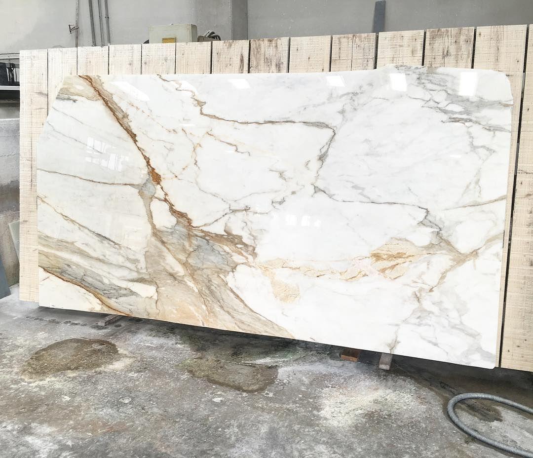 Max Marmi On Instagram Calacatta Macchia Vecchia Slab The Preciousness Of Material For Info Contact Us Quartz Slab Calacatta Marble Stones