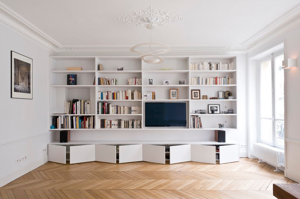 Biblioth que et meuble tv contemporain salon with appartement by atelier ferret architectures at - Meuble tv bibliotheque ...