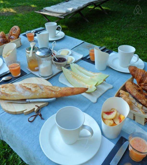 Dai un'occhiata a questo fantastico annuncio su Airbnb: l'épicerie du pape B&B - Bed & Breakfast for Rent a Vascœuil