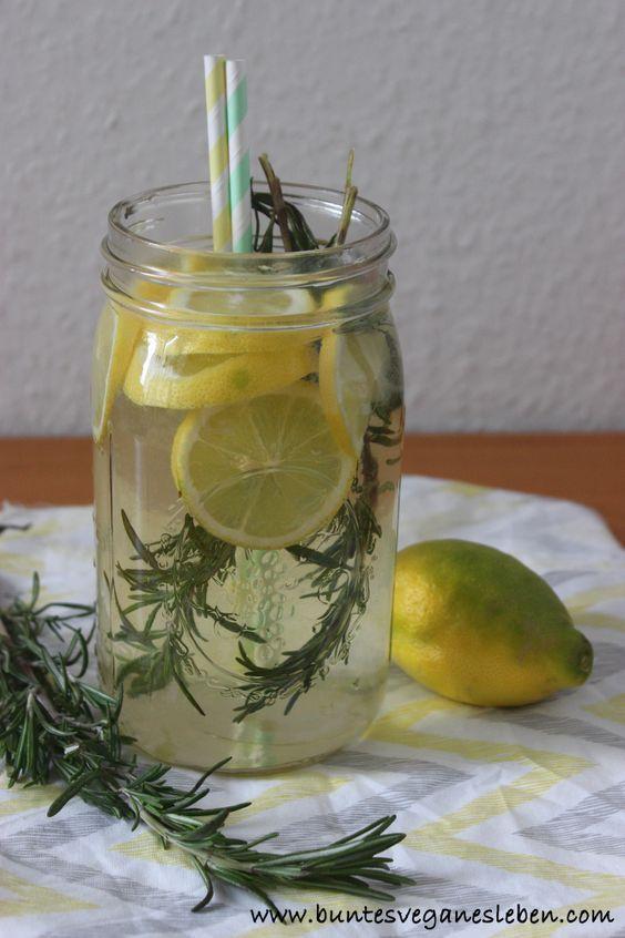 Zuckerfreie Rosmarin-Zitronen-Limonade