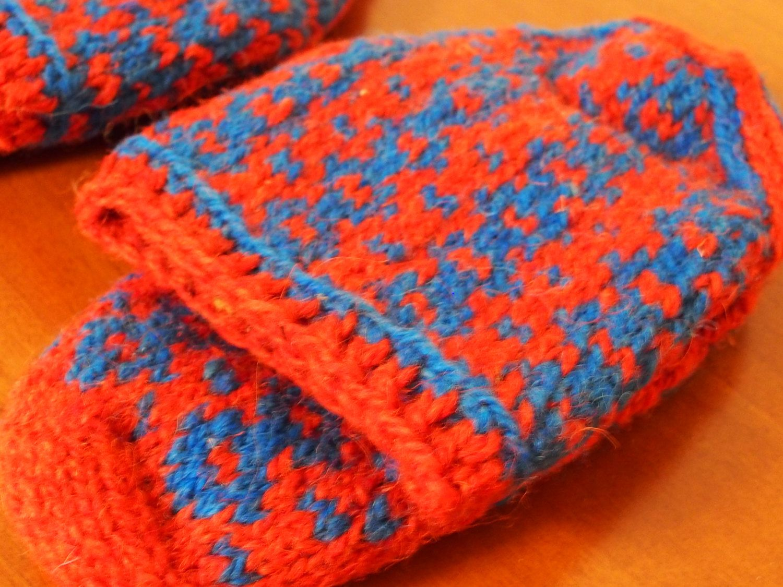 Wool slipper socks handknit, wool socks, bosnian handmade socks, tradicional wool slipper,winter socks, made in Bosnia, unisex RED -BLUE di LovingBalkans su Etsy