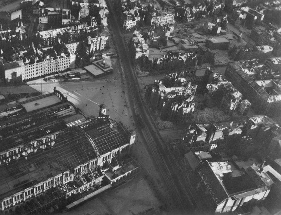 Berlin | 1933-45+. Nach der Schlacht von Berlin. Bahnhof Stettin, 1945