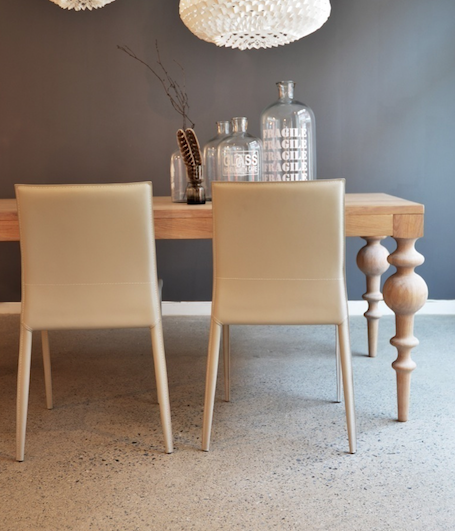 Mycket chic! Viola dining table by the Norwegian company Ygg & Lyng. Elaborately processed and made of solid oak. <3  #art #furniture #handmade #foodies #luxury #love #diningroom #decor #celebrity #follow #visit #house #coffeetable #kitchen #friends #cooking #eating #facility #wood