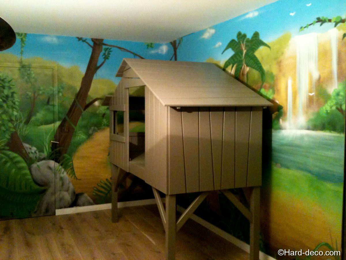Lit cabane avec décoration jungle  Déco chambre jungle, Deco
