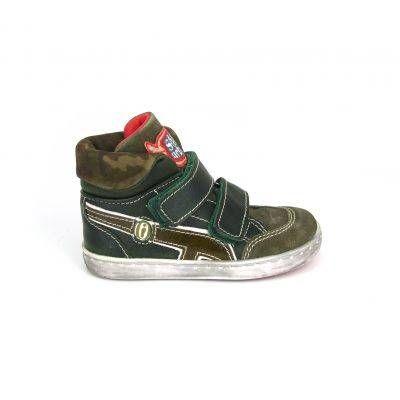 Voor de allerstoerste kleine jongen zijn deze camouflage print boots van Shoesme, model UR3W037-E! Deze boots van Shoesme zijn uiteraard helemaal van leer en worden gesloten door twee grote klittenbanden. De zool in de schoen is uitneembaar en op de rubber loopzool staat het logo van Shoesme. Kleurcombinatie legergroen , wit en rood.