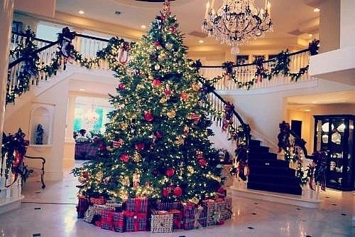 Big Christmas Tree In The Hall Of A Mansion Df Shabby Cottage