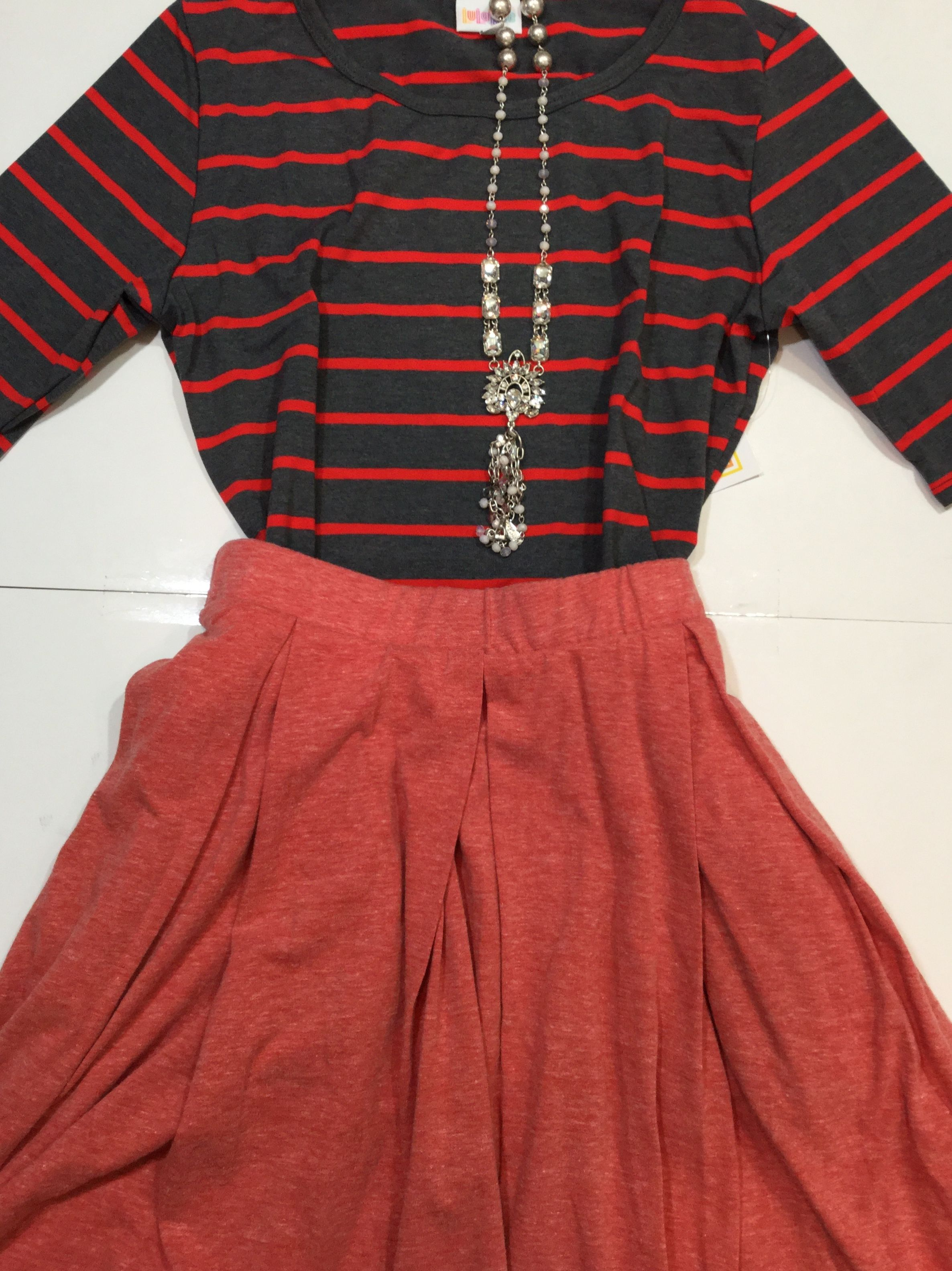 b740758f80eb LuLaRoe outfit. Great styling ideas for Spring and summer. For more ...