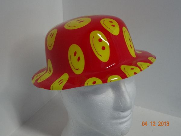 Sombrero Ref. Bombín liso estampa caras felices.  PinateriasMedellin   FiestasTematicasMedellin ba1190ff26e