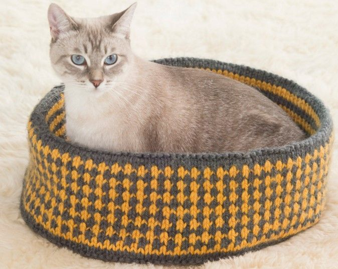 Knit Pretty Kitty Bed FREE Knitting Pattern | Knitted ...