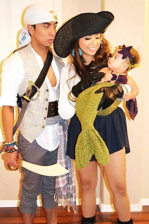 Family Halloween Costumes With Baby Girl.Halloween Family Costume Pirates And Baby Mermaid Family