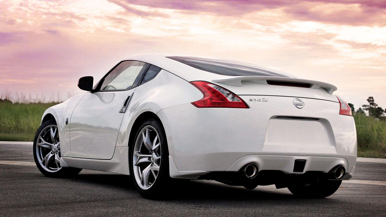 Merveilleux White Nissan 370Z Coupe