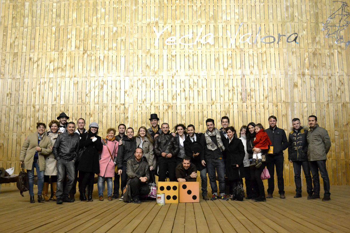 Foto final de grupo en el Gamestorming Sherlock en Edificio Bioclimático Yecla